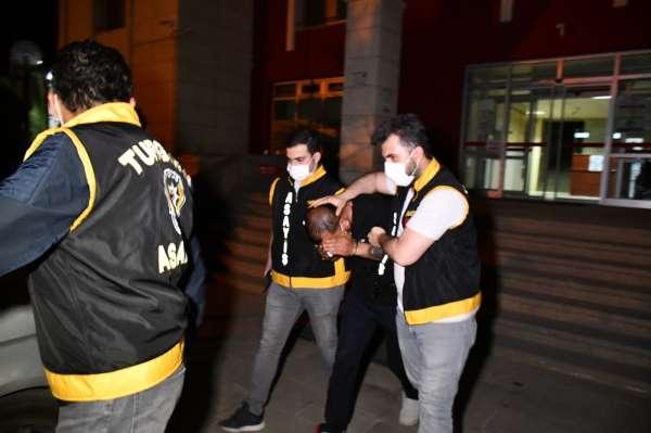 Alkol alıp birbirlerini bıçakladılar: 1 öldü