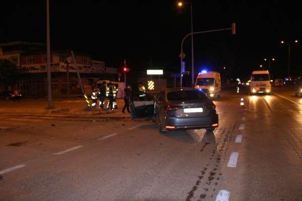 Kırmızı ışıkta geçti, kaza yaptıktan sonra kayıplara karıştı