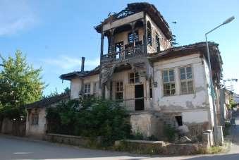 Viraneye dönen tarihi evler restore edilmeyi bekliyor