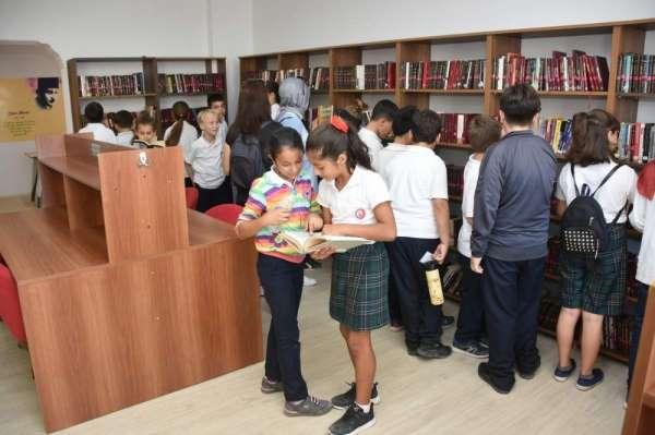 Nadir Nadi Kütüphanesi, havuz ve spor salonunun çalışma saatlerine düzenleme