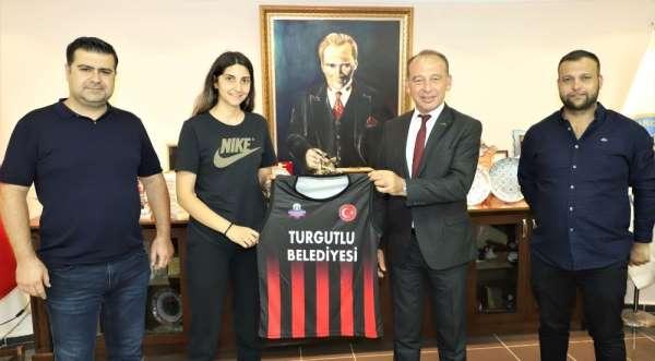 Turgutlu Belediyespor Kadın Basketbol Takımında ilk imzalar atıldı