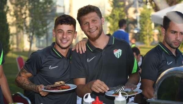 Bursasporlu futbolcular yemekte bir araya geldi