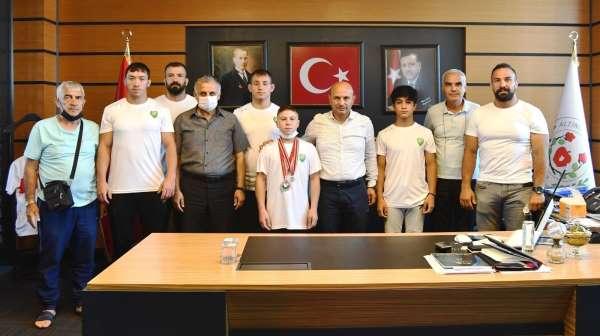 Şampiyonlardan Başkan Orala ziyaret