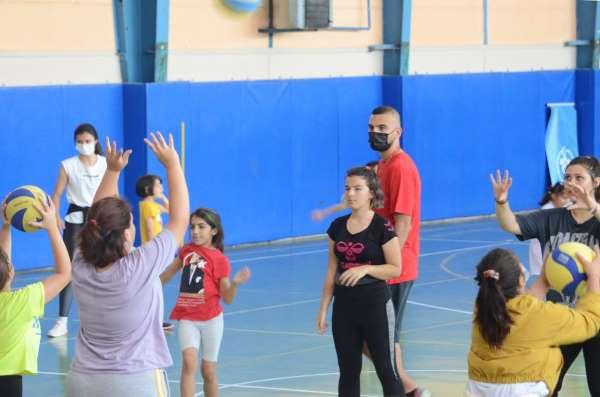 Yaz spor okullarında voleybol branşına büyük ilgi