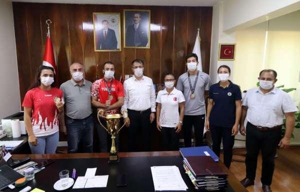 Derece kazanan Adanalı atletler Romanya yolcusu
