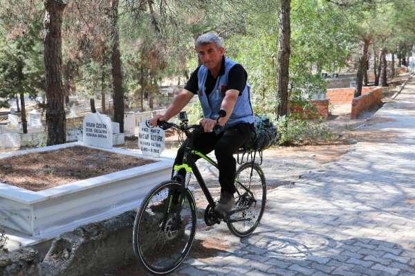 Bisikletle 500 kilometre yol gelerek Türkiye'nin kültür hazinesini mezarı başınd