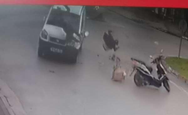 Kaza yapan motosikletteki güvercinler böyle havalandı
