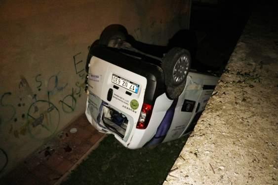 Otomobil sitenin bahçesine düştü: 3 yaralı
