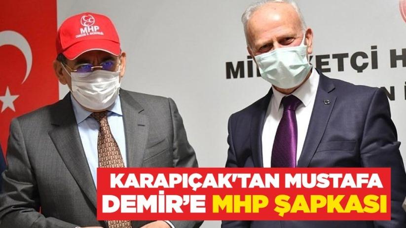 Karapıçaktan Mustafa Demire MHP şapkası