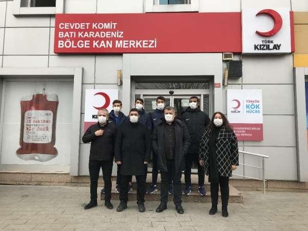 Korona virüsü atlatan Düzcesporlu futbolcular, immün plazma bağışladı