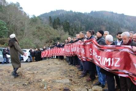 Çöp tesisini yol keserek protesto ettiler