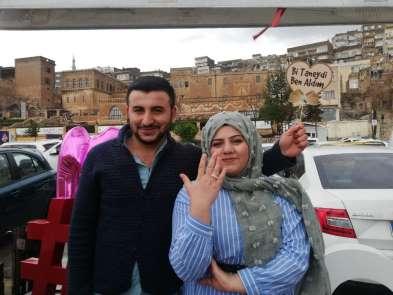 Çorum'dan Mardin'e gelerek halkın önünde sevgilisine evlenme teklif etti