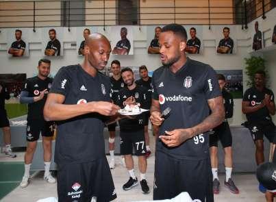 Beşiktaş'ta Larin'in doğum günü kutlandı