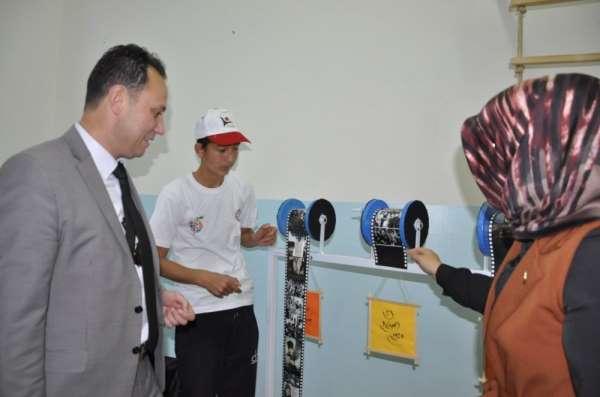 Şehit Zafer İpek Özel Eğitim Okulu'nda TÜBİTAK 4006 Bilim Fuarı sergisi açıldı