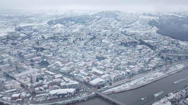 Amasya'ya mevsimin ilk karı yağdı