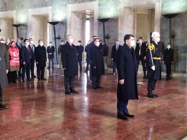 Anıtkabirde 18 Mart Şehitlerini anma töreni düzenlendi
