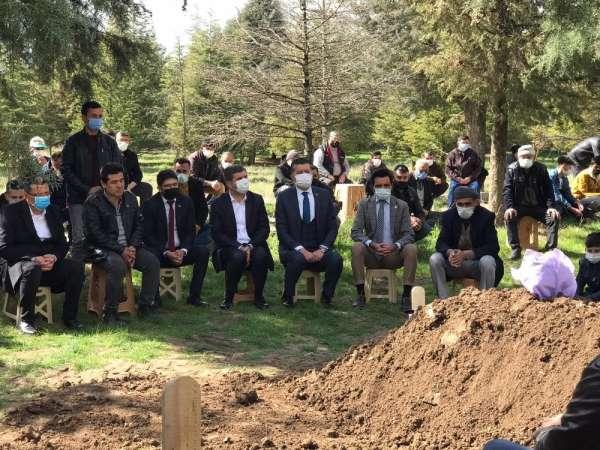 Burdurda bıçaklanarak öldürülen Gizemin cenazesi toprağa verildi