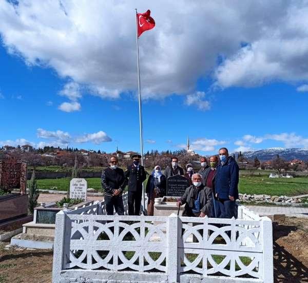 Jandarma, şehit öğretmen Kaynarın 24 yıllık mezarını yeniledi