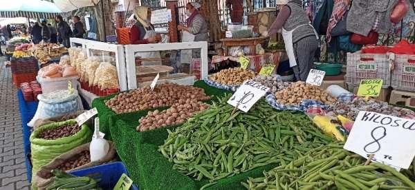 Kış ürünü bakla Ödemiş pazarında