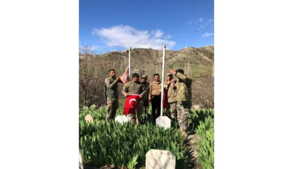 Uluderede şehit mezarları temizlenip Türk bayrakları yenilendi