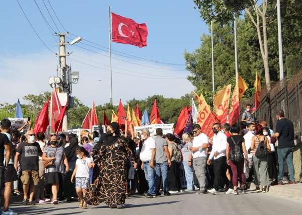 HDP İl Binasındaki saldırıda ölen Deniz Poyrazın cenazesinde kısa süreli gerginlik