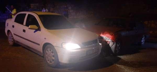 2 araç kafaya çarpıştı, korkudan bayılan kazazedenin kafası yarıldı