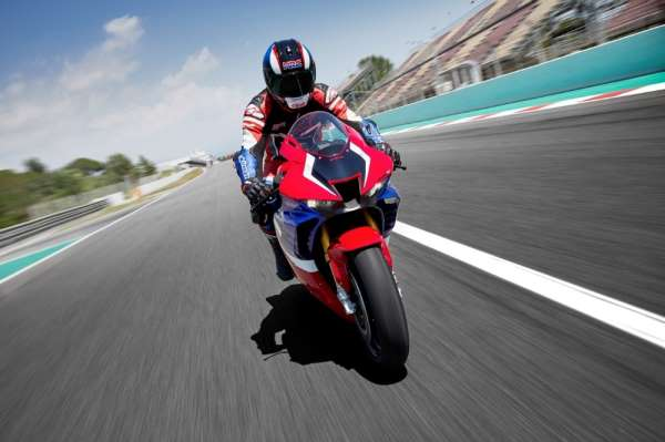 Honda'nın en güçlü motosikleti Türkiye'de satışta