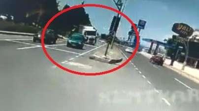 Kaza yapmamak için karşı şeride geçen tır halk otobüsüne böyle çarptı