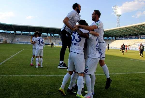 TFF 1. Lig: BB. Erzurumspor: 2 - Ümraniyespor: 0 (İlk yarı sonucu)
