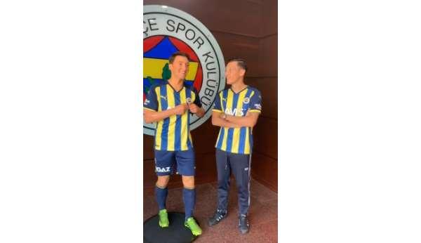 Mesut Özilin balmumu heykeli Türkiyeye geldi