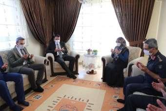 Vali Çelik, Şehit Piyade Er Halil Akarsu'nun ailesini ziyaret etti
