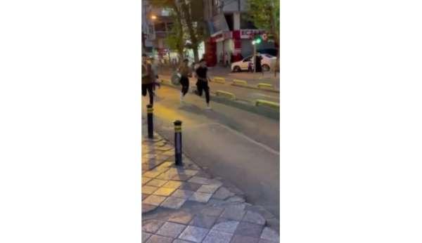 Zeytinburnunda okul çıkışında bıçaklı kavga: 1 yaralı