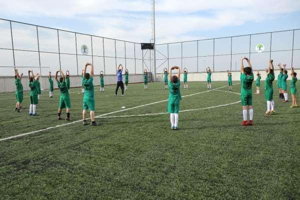 Beykent Stadyumu'nda Futbol Spor Okulu büyük ilgi görüyor