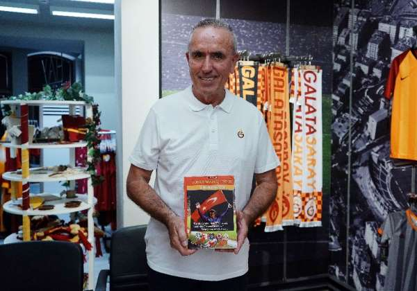 Galatasaray efsanesi Zoran Simoviç, imza gününde taraftarlarla buluştu