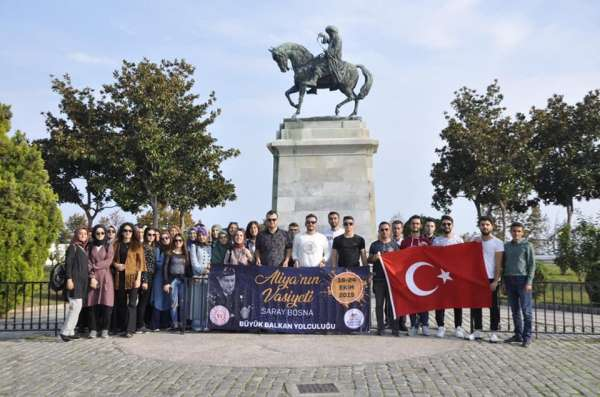 Gençler Yunanistan'da