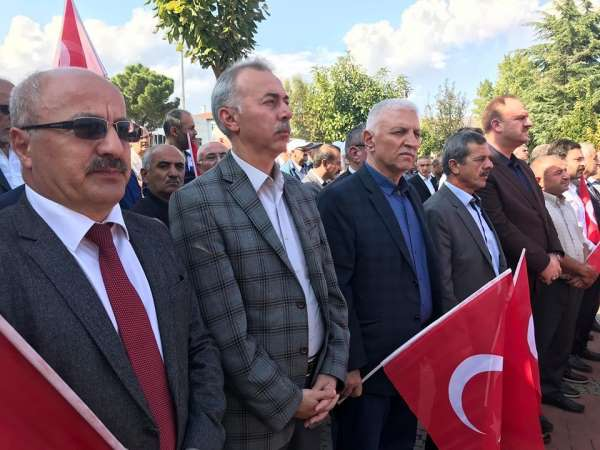 Vatandaşlar el ele gönül gönüle Mehmetçiğe dua etti