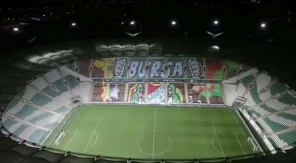 Bursaspor taraftarından muhteşem piksel karton koreografisi
