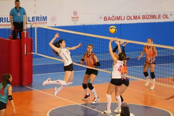 Nevşehir Belediyespor Kadın Voleybol takımı galibiyetle başladı