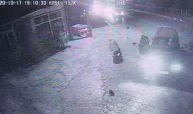 Otomobille çarpışan motosikletli yaralandı, kaza anı kameraya yansıdı