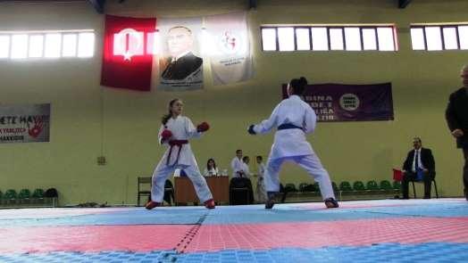 Minik Karateciler derece almak için mücadele etti.