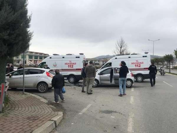 İki otomobilin çarpıştığı kazada 1'i bebek toplamda 3 kişi yaralandı