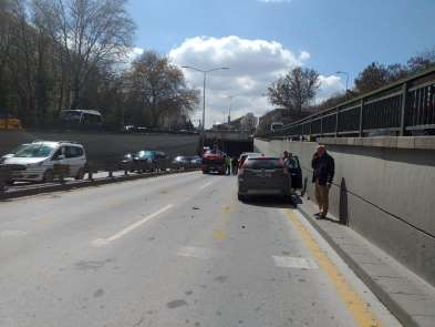 Ankara'da zincirleme kazada 4 araç birbirine girdi