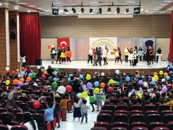 Okul Öncesi Eğitimi Bölümü Öğrencilerinden 'I Love English' gösterisi