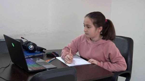 5 sınıf öğrencisi Öykü, matematik yarışmasında dünya birincisi oldu