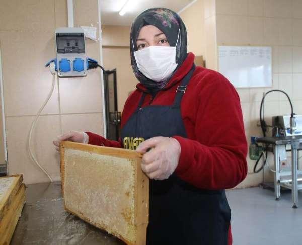 Vali Ayhan: 'Çiçek balı üretiminde Türkiye'de 1'nci sıradayız'