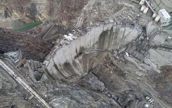 Yusufeli Barajı gövde beton çalışmasında son 4 metreye girildi