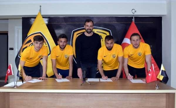 Aliağaspor FK 9 yeni oyuncuyla kadrosunu güçlendirdi