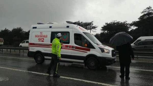 Arnavutköyde çevik kuvvet polislerini taşıyan minibüs kaza yaptı
