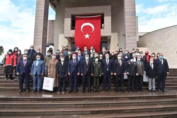 Osmaniyede şehit aileleri ve gazilere Devlet Övünç Madalyası verildi