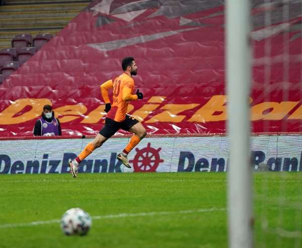Süper Lig: Galatasaray: 2 - Çaykur Rizespor: 2 (İlk yarı)